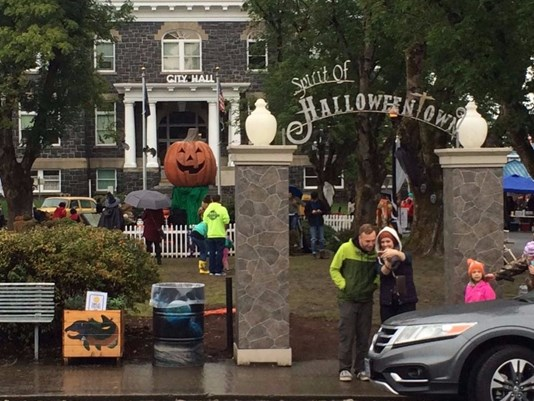 """Debbie Reynolds Is Being Remembered By """"Halloweentown"""" Cast This ..."""