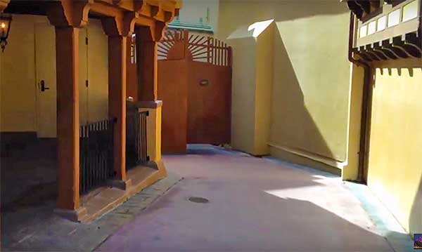The doors of the entranceor exits to Utilidors are hidden in plain sight